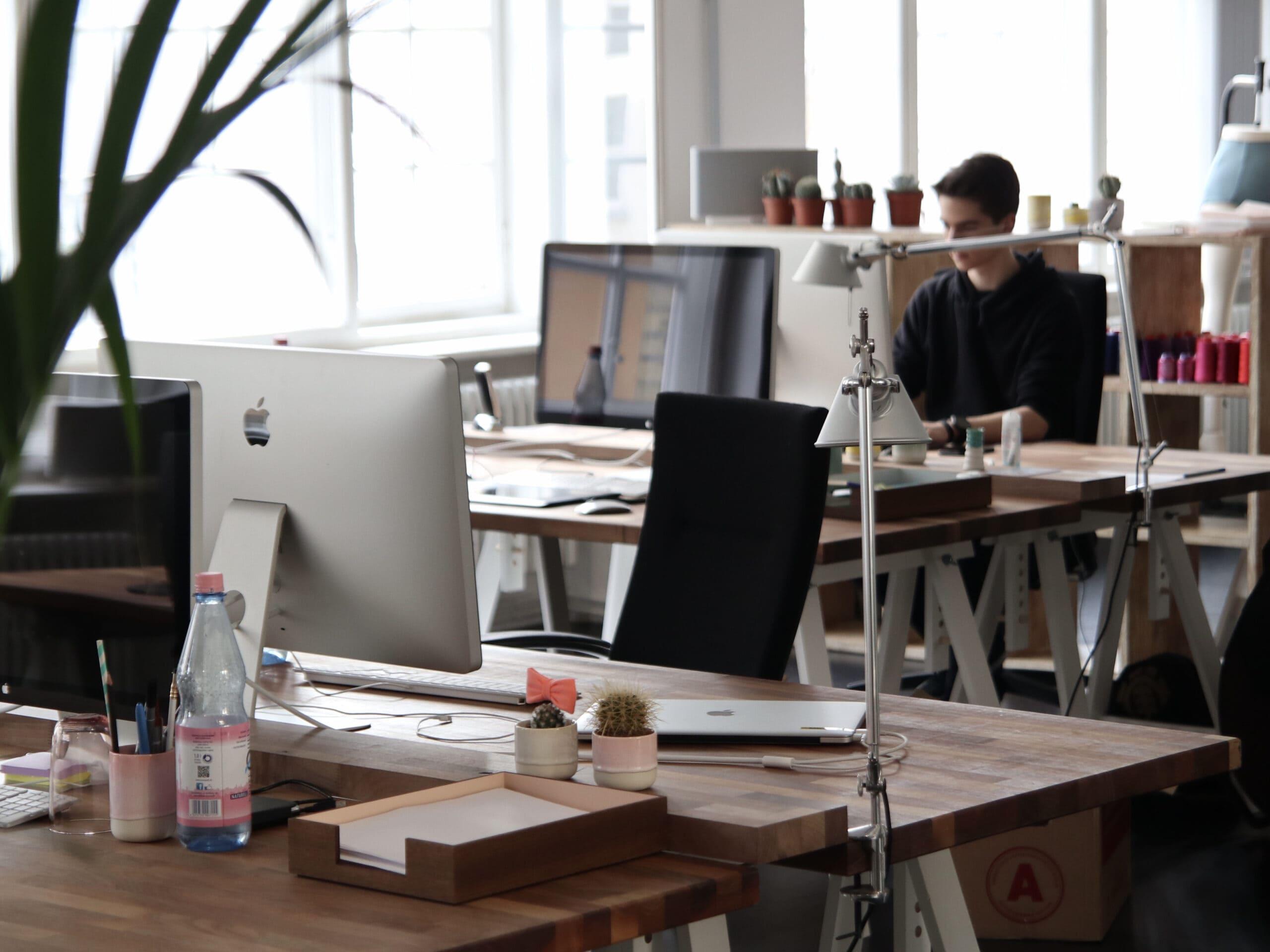 Büro_Holztsiche_Computer_retro