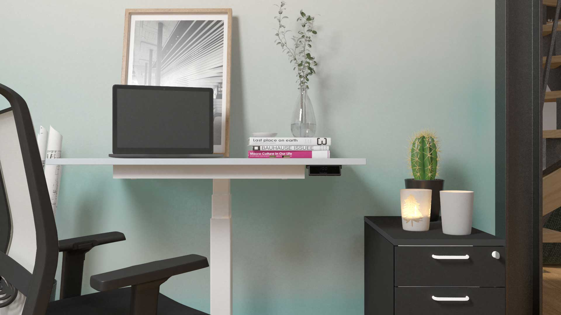 Bürostuhl_höhenverstellbarer_Schreibtisch_hellblaue_Tapete