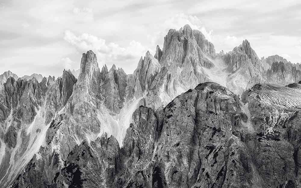 Tapete_weiß_schwarz_Berge