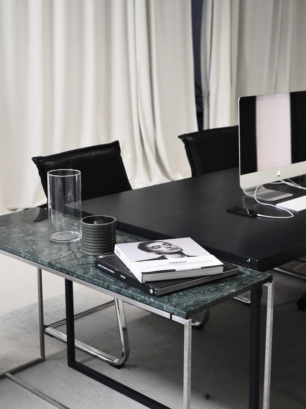 Büroeinrichtung_schwarz_weiß